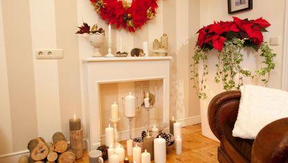 chimenea decorativa y corona navidea