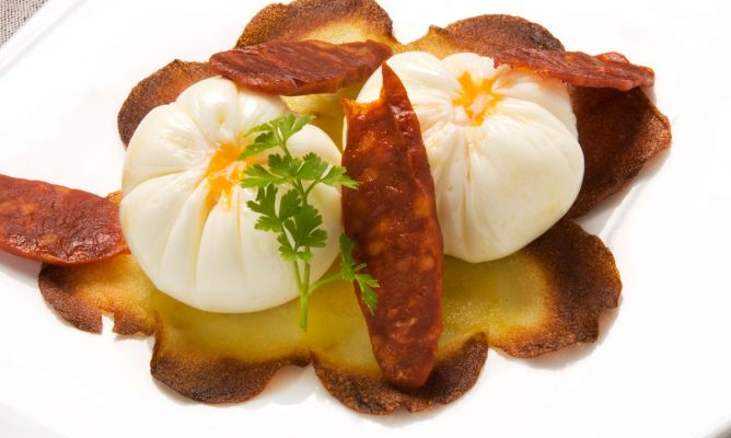 Maneras De Cocinar Patatas | Receta De Huevo Flor Con Torta De Patata Y Chorizos Karlos Arguinano