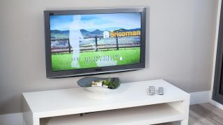 Fijar televisión a la pared