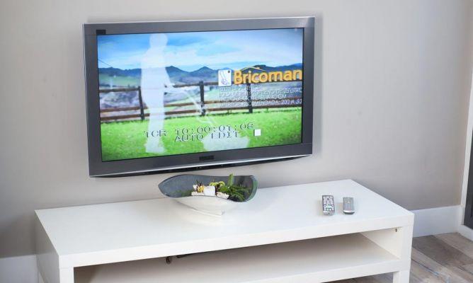 Fijar televisi n a la pared bricoman a - Colgar tv en pared ...