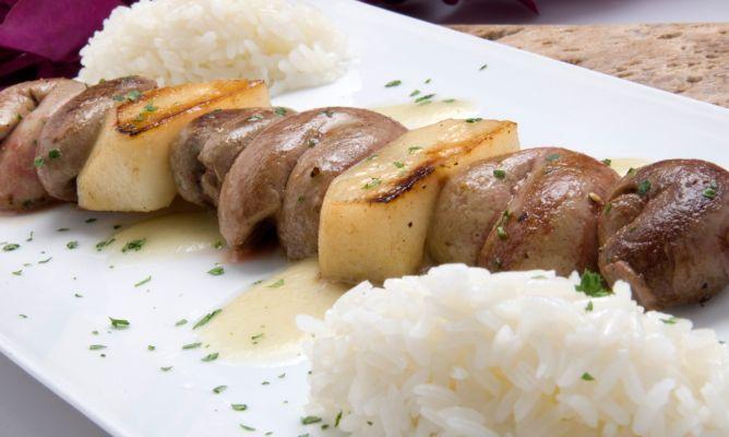 Receta de brocheta de ri ones y peras con arroz blanco - Comidas con arroz blanco ...
