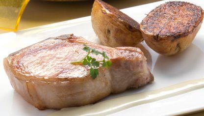 Receta de chuleta con pimientos y patatas fritas karlos argui ano - Chuletas de cordero al horno con patatas ...