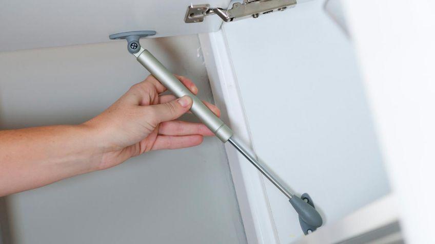 C mo colocar un brazo hidr ulico en una puerta bricoman a for Como cambiar las puertas de casa