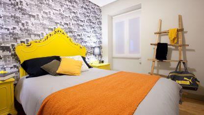 Dormitorio con muebles antiguos decogarden - Como amueblar un dormitorio pequeno ...