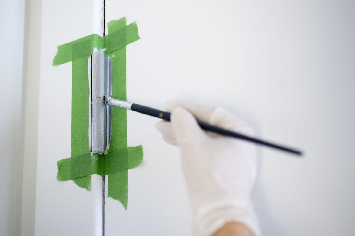 Pintar bisagras de puerta