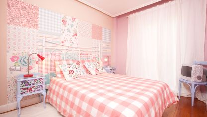 Decorar un dormitorio femenino y luminoso