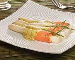 Espárragos, salmón y holandesa de cilantro