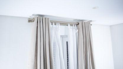 Instalaci n de cable de cortina con pinzas bricoman a - Cortinas encima de radiadores ...