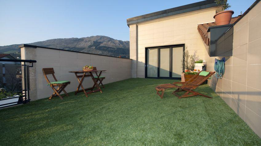 Colocar hierba artificial en terraza - Bricomanía