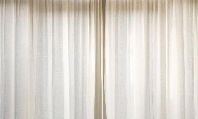 Instalaci n de cable de cortina con pinzas bricoman a for Sistemas para colgar cortinas