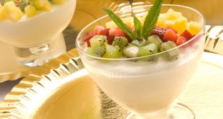 Mousse de chocolate blanco con frutas