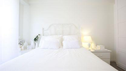 Dormitorio en gris y blanco hogarmania - Camas estilo romantico ...