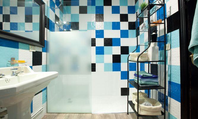 Actualizar cuarto de ba o sin obra decogarden - Pintura para azulejos de bano ...