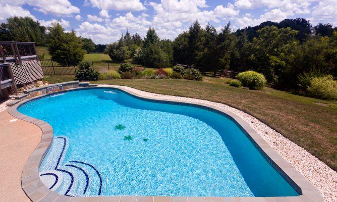 Puesta a punto de la piscina hogarmania for Piscina quintanar de la orden