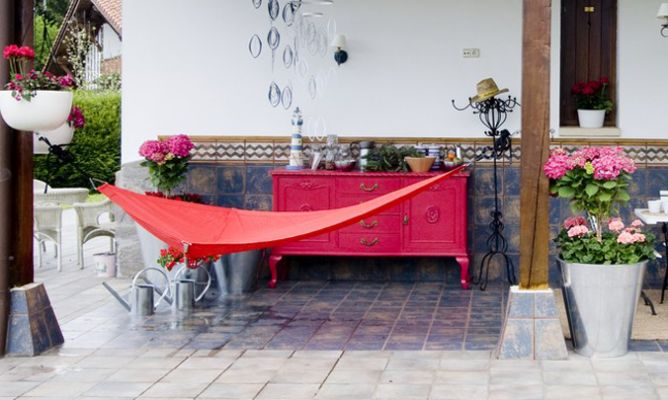 Decorar porche con flores decogarden - Como decorar un porche abierto ...