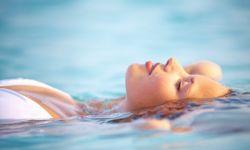 proteger piel piscina