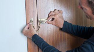 Cadena de seguridad en puerta