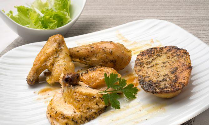 Receta de Pollo asado con patatas y ensalada verde - Karlos Arguiñano
