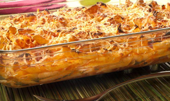 Receta de macarrones con tomate chorizo y queso bruno oteiza - Macarrones con verduras al horno ...