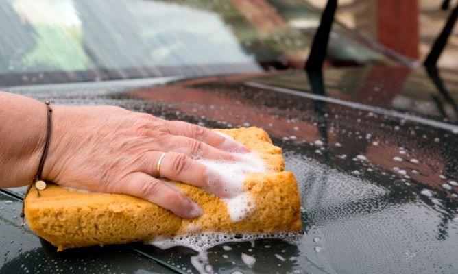 C mo limpiar la carrocer a del coche hogarmania - Como limpiar el interior del coche ...