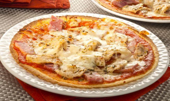 Pizza de jamón York y atún