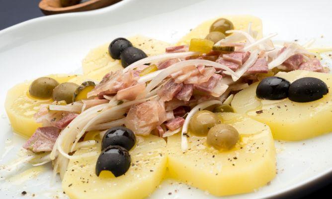 Receta de patatas con ensaladilla de cabeza de jabal for Cocinar jabali arguinano