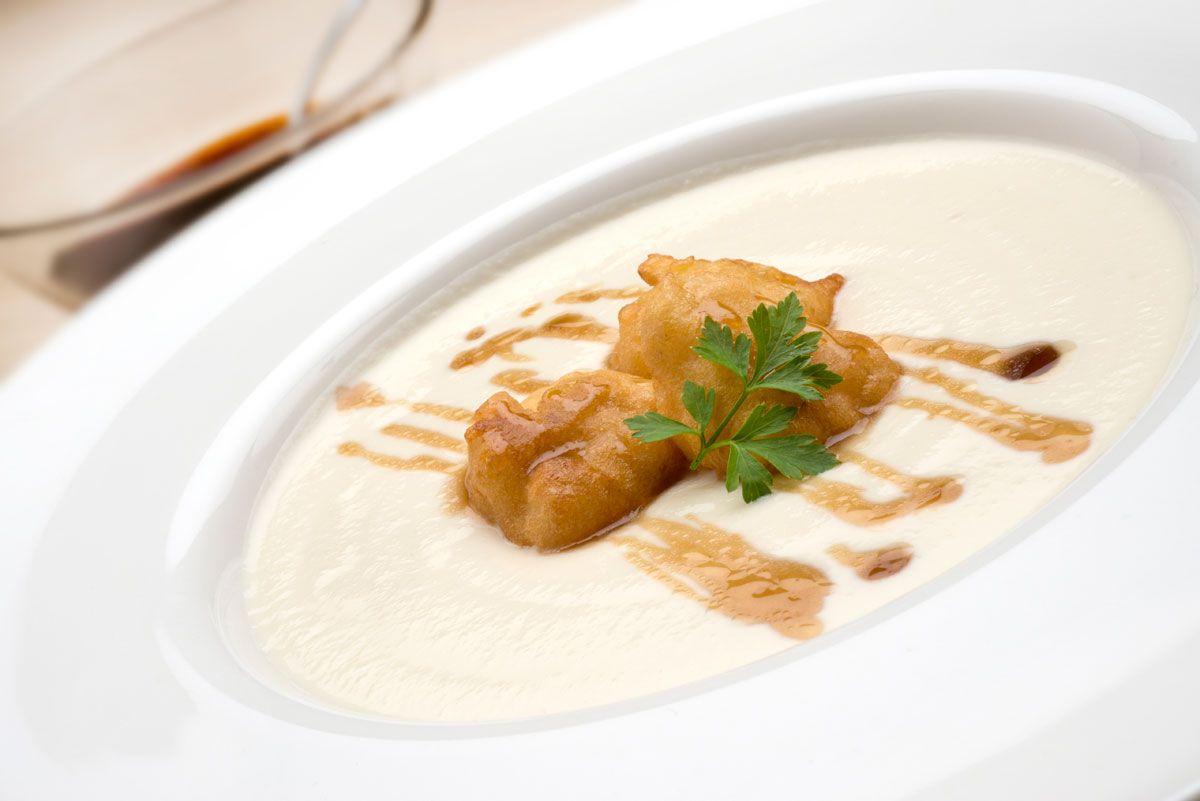 Receta de crema de coliflor con buñuelos