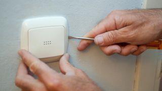 Cambiar embellecedores de los mecanismos eléctricos