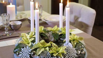 Centro navide o r stico con velas hogarmania for Mesa cristal mapamundi