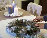 Centro de mesa navideño con poinsetia blanca - paso 2