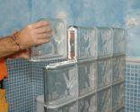 Muro de pavés para el baño