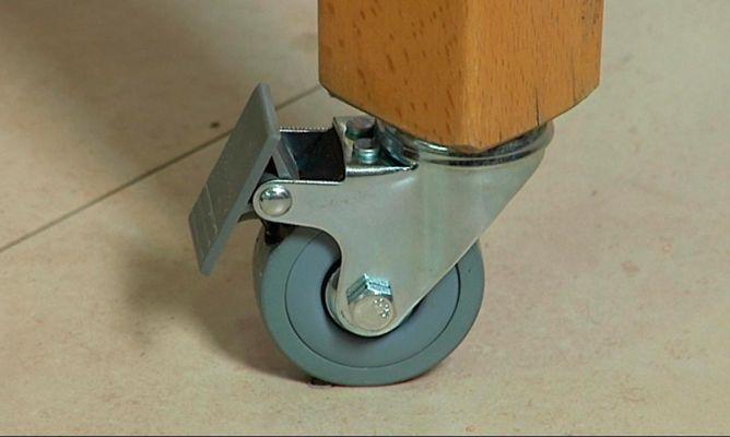 Colocar ruedas en patas de mesa bricoman a for Mesas de cocina con ruedas