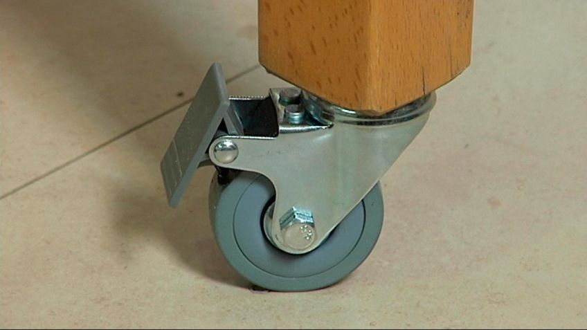 Colocar ruedas en patas de mesa - Bricomanía
