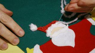 Calcetín de Navidad de fieltro - Paso 12