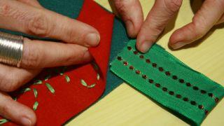 Calcetín de Navidad de fieltro - Paso 14