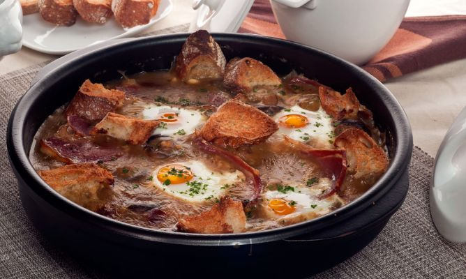 Receta De Champiñones En Salsa Con Huevos Escalfados Bruno Oteiza