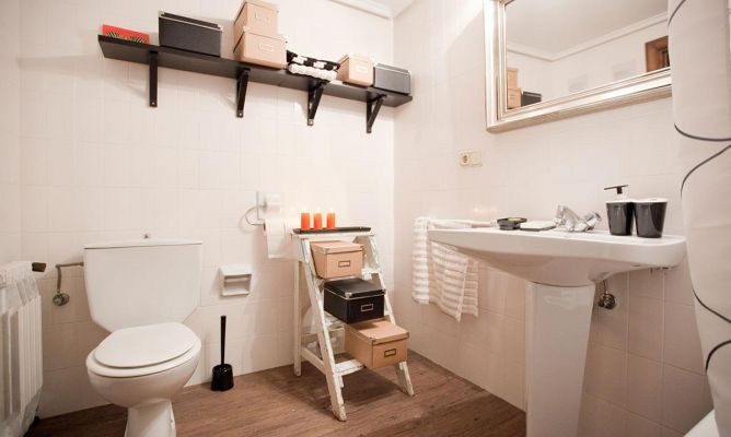 Renovar el cuarto de ba o sin obras decogarden for Como renovar un bano