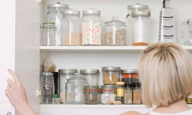 Ordenar los armarios de la cocina hogarmania for Como ordenar la cocina