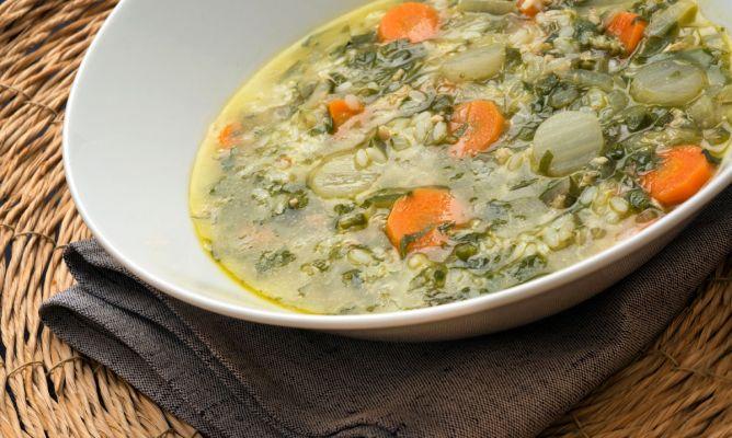 Receta de Sopa de arroz con verduras y pollo - Karlos Arguiñano