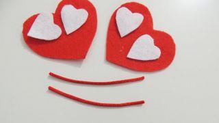 Cómo hacer un corazón de fieltro con broche para San Valentín - Paso 4