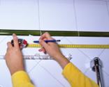 Cómo colocar una barra de cortina de baño curvada paso 1