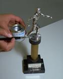 Cómo reparar y arreglar un trofeo paso 4
