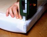 Cómo tapizar la tapa de un baúl paso 10