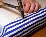 Cómo tapizar la tapa de un baúl paso 11