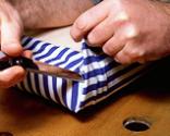 Cómo tapizar la tapa de un baúl paso 12