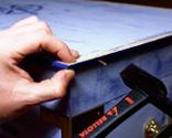 Cómo tapizar la tapa de un baúl paso 15
