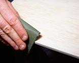Cómo tapizar la tapa de un baúl paso 4