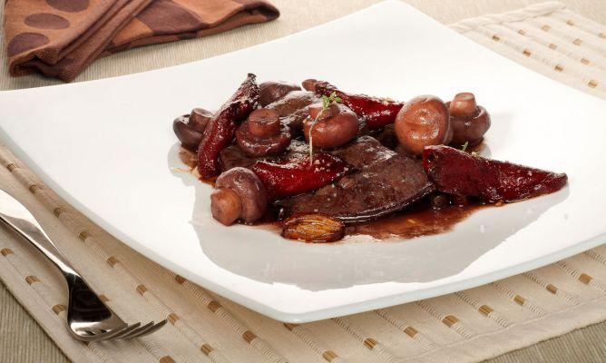 Receta de h gado de ternera al vino tinto con champi ones for Cocinar higado de ternera