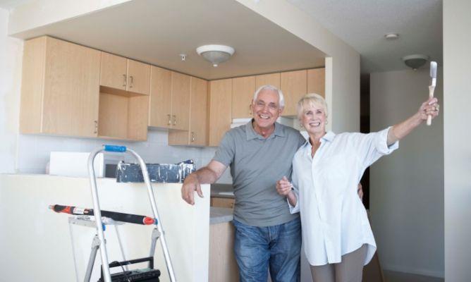 Adaptar la casa para personas mayores hogarmania for Sillon alto para personas mayores