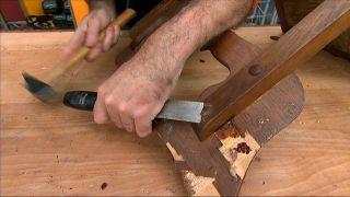 Cómo reparar una silla de madera - Paso 1
